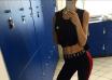 Julie Zangenberg viser sin flotte krop frem